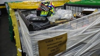 Artículos relacionados con automóviles y motocicletas que se venderán en la subasta promovida por Correios.  Fuente: Oficina de Correos