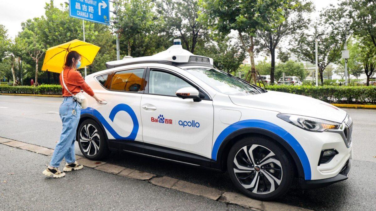 Baidu comienza a probar públicamente taxis autónomos en Shanghai